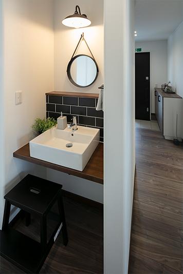 兵庫で二階にリビングがる住宅の洗面所